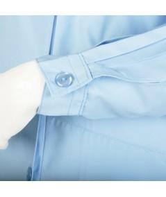 Blouse d'horloger Latitude La Cie Des Horlogers, de couleur bleu clair. Poignet réglable à bouton plat.