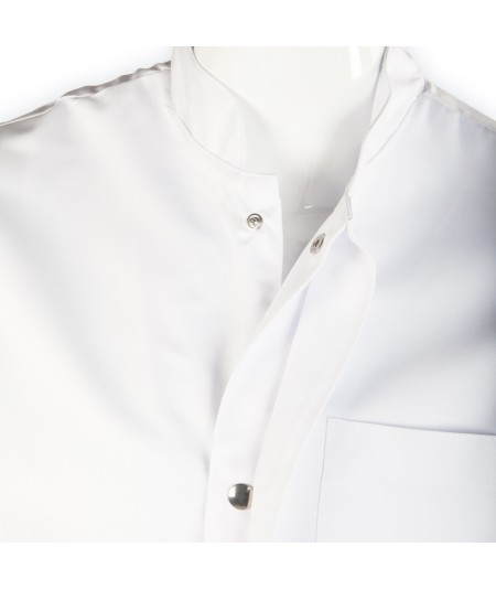 Blouse d'horloger Paraphe, blanc. Fermeture à boutons pressions avec cache boutons.